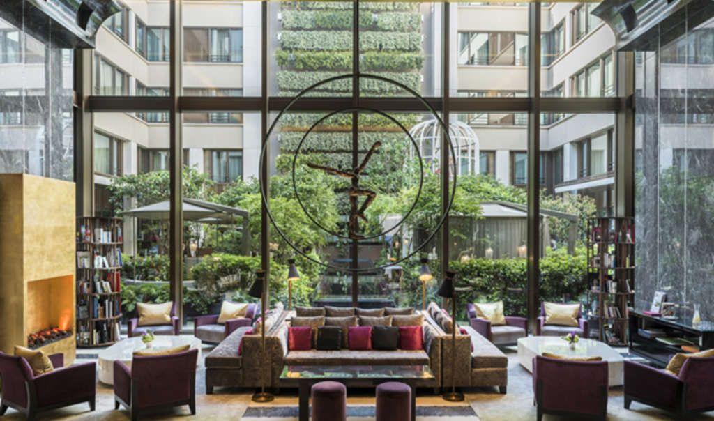 The lobby at Mandarin Oriental, Paris.